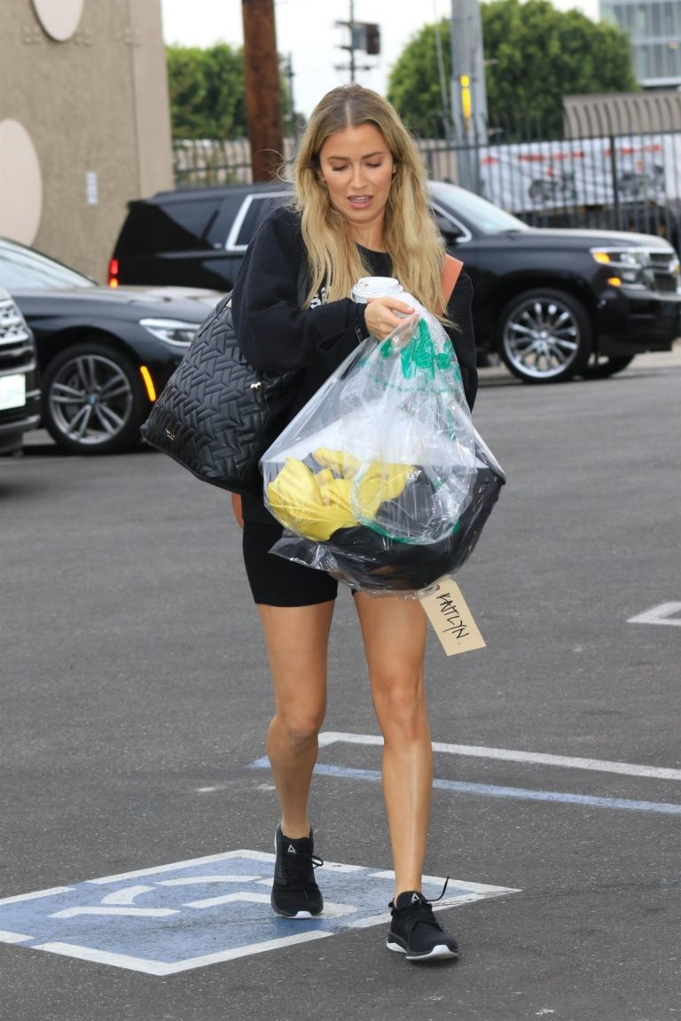 Kaitlyn Bristowe arrives at DWTS Studio in Los Angeles 2020/10/24 8