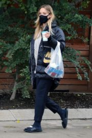 Kaley Cuoco After Leaves a Spa in Toronto 2020/10/26 8