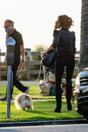 Kate Beckinsale Out with her Dog in Santa Monica 2020/10/26 1