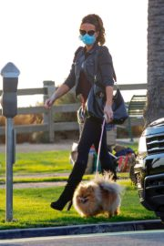 Kate Beckinsale Out with her Dog in Santa Monica 2020/10/26 3