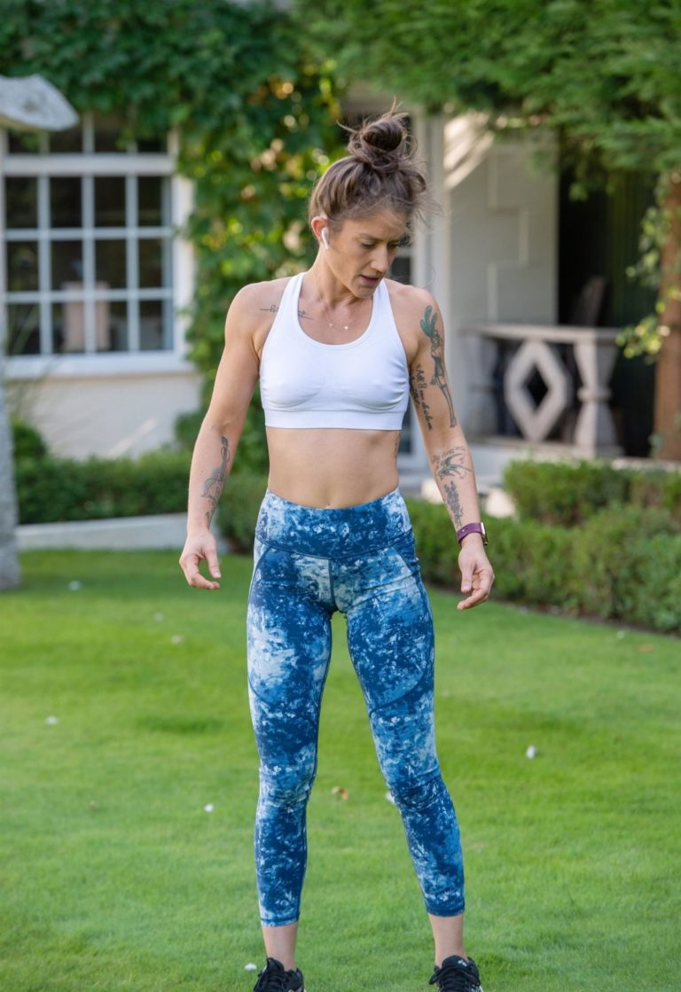 Katie Waissel Workout at a Park in London 2020/10/24 10