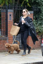 Kelly Brook Out with Her Dog in Hampstead 2020/10/22 1