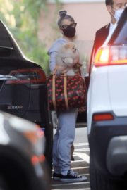 Kelly Osbourne Out with Her Dogs in Beverly Hills 2020/10/26 5