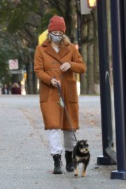 Lili Reinhart Out with Her Dog in Vancouver 2020/10/26 2