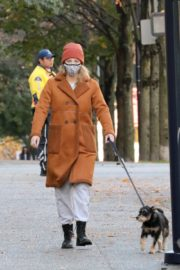 Lili Reinhart Out with Her Dog in Vancouver 2020/10/26 3