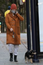 Lili Reinhart Out with Her Dog in Vancouver 2020/10/26 4