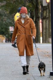 Lili Reinhart Out with Her Dog in Vancouver 2020/10/26 5