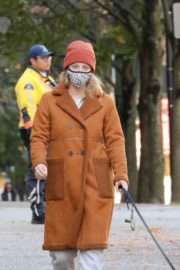 Lili Reinhart Out with Her Dog in Vancouver 2020/10/26 7