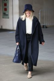 Mollie King Arrives at BBC Studios in London 2020/10/24 1