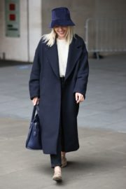 Mollie King Arrives at BBC Studios in London 2020/10/24 3