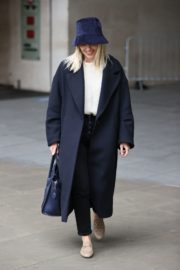 Mollie King Arrives at BBC Studios in London 2020/10/24 8