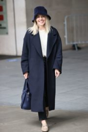 Mollie King Arrives at BBC Studios in London 2020/10/24 9