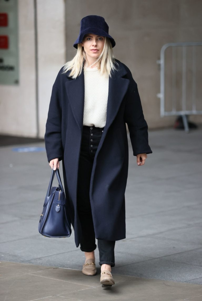 Mollie King Arrives at BBC Studios in London 2020/10/24 10