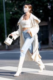 Nicole Williams in Ripped Denim Out in Los Angeles 2020/10/26 3
