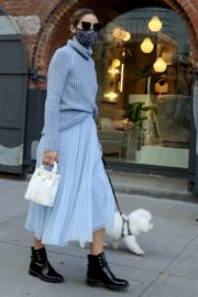 Olivia Palermo Out with Her Dog in New York 2020/10/24 1