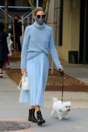 Olivia Palermo Out with Her Dog in New York 2020/10/24 2