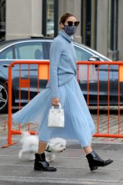 Olivia Palermo Out with Her Dog in New York 2020/10/24 3