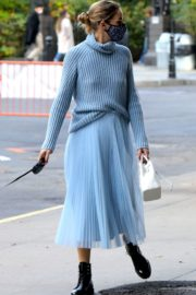 Olivia Palermo Out with Her Dog in New York 2020/10/24 7