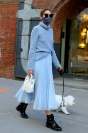 Olivia Palermo Out with Her Dog in New York 2020/10/24 11