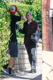 Outside Her Home in Los Angeles 2020/10/26 3