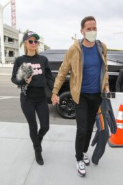 Paris Hilton and  at LAX Airport in Los Angeles 2020/10/22 3