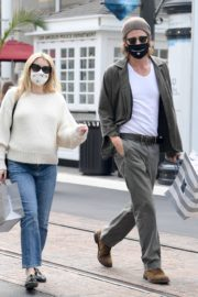 Pregnant  Out Shopping in Los Angeles 2020/10/24 1