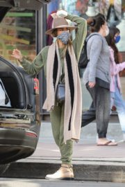 Shopping at Urban Outfitters in Los Angeles 2020/10/25 4
