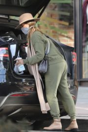 Shopping at Urban Outfitters in Los Angeles 2020/10/25 7