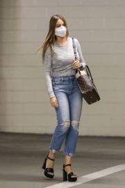 Sofia Vergara in Ripped Denim Heading to a Meeting in Beverly Hills 2020/10/26 1