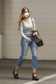 Sofia Vergara in Ripped Denim Heading to a Meeting in Beverly Hills 2020/10/26 3