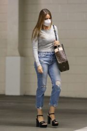 Sofia Vergara in Ripped Denim Heading to a Meeting in Beverly Hills 2020/10/26 4