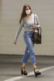 Sofia Vergara in Ripped Denim Heading to a Meeting in Beverly Hills 2020/10/26 5