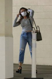 Sofia Vergara in Ripped Denim Heading to a Meeting in Beverly Hills 2020/10/26 8
