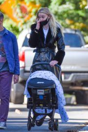 Sophie Turner and Joe Jonas walks with her baby Out in Los Angeles 2020/10/26 9