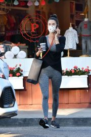 Alessandra Ambrosio in Tights Out for Ice Cream 2020/10/28 1