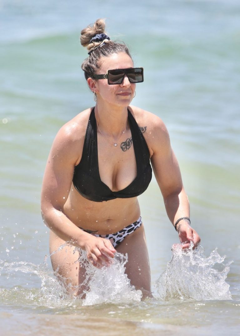 Amanda Micallef in Bikini at a Beach on Gold Coast 2020/11/14 10