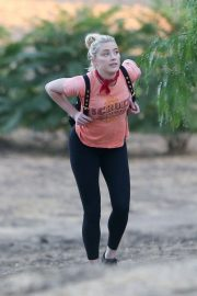 Amber Heard During Hiking Croix Top with Tight Out in Los Angeles 2020/11/16 3