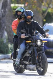 Ana de Armas and Ben Affleck Out Driving on Electric Harley Davidson in Brentwood 2020/11/27 4