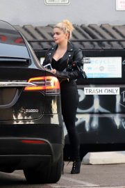 Ariel Winter All in Black Out in Los Angeles 2020/16/11 2