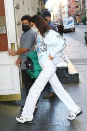 Arrives at Her Apartment in New York 2020/11/23 5