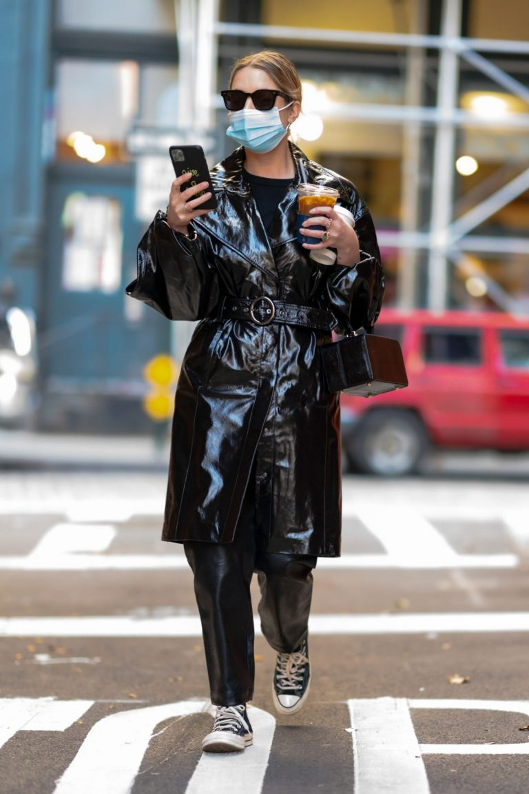 Ashley Benson in Black Leather Long Coat Out and About in New York 2020/11/16 5
