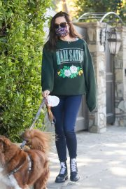 Aubrey Plaza Out with Her Dogs in Los Angeles 2020/11/21 3