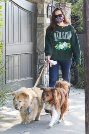 Aubrey Plaza Out with Her Dogs in Los Angeles 2020/11/21 4