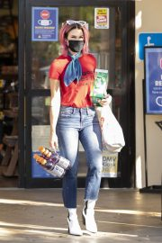 Brittany Furlan in Red and Blue Outfit Out Shopping in Los Angeles 2020/10/28 4