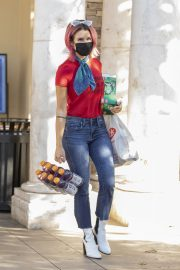 Brittany Furlan in Red and Blue Outfit Out Shopping in Los Angeles 2020/10/28 6