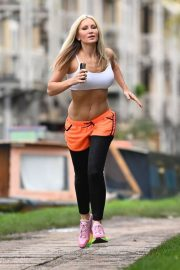 Caprice Bourret Flashes her Toned Abs During Jogging in London 11/23/2020 4