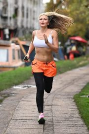 Caprice Bourret Flashes her Toned Abs During Jogging in London 11/23/2020 8
