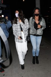 Charli and Dixie D'Amelio Out for Dinner to Celebrate Getting 100 Million Followers on TikTok 2020/11/24 2