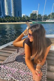 Claudia Romani flashes her cleavage at a Yacht in Miami 2020/11/15 8
