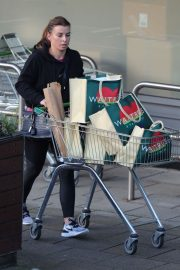 Coleen Rooney Out Shopping in Alderley Edge 2020/11/13 1